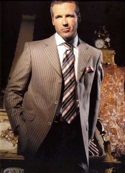 Для делового мужчины недопустимо ношение различных цепей.